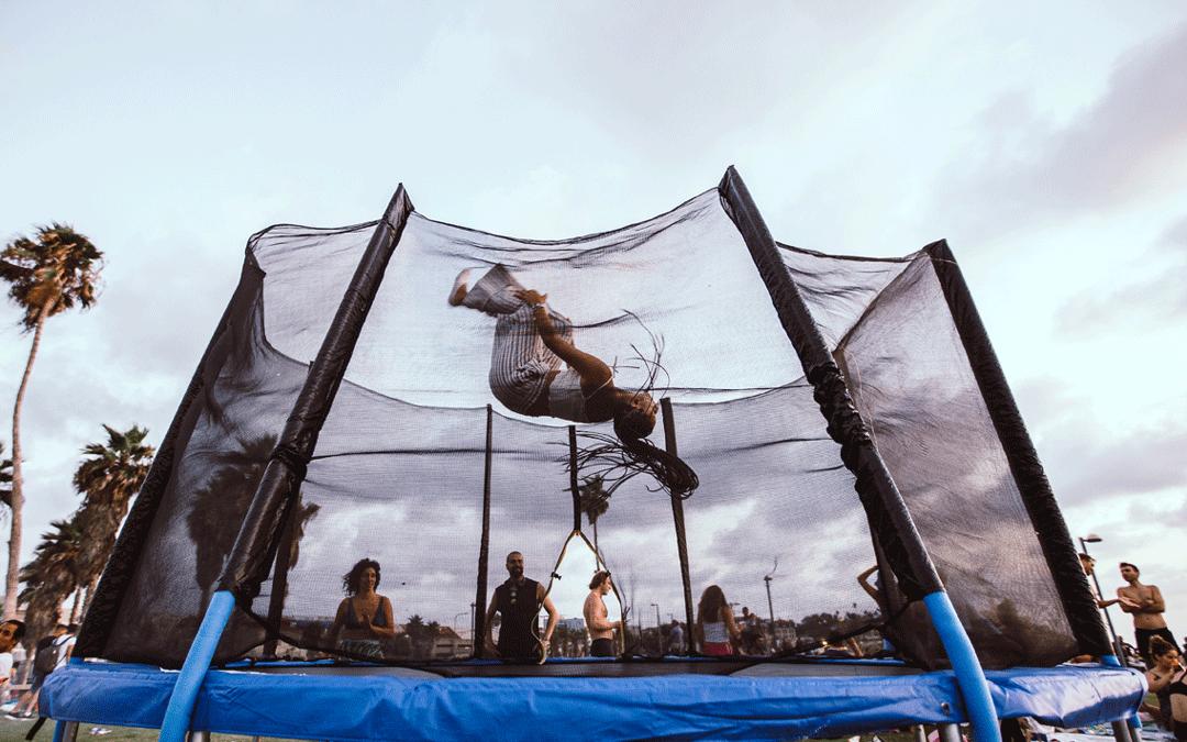 co daje skakanie na trampolinie?