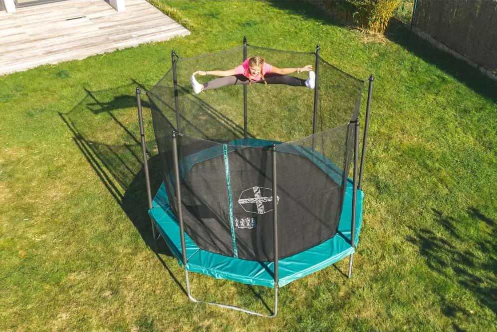 trampolina decathlon na zewnatrz